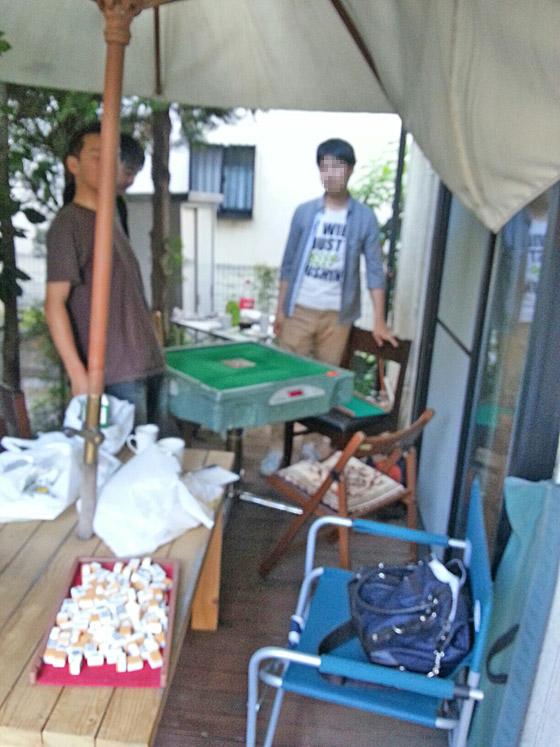 ウッドデッキ(庭)で全自動卓麻雀