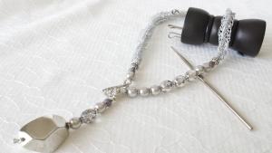 ラメ糸で編むY字ネックレス