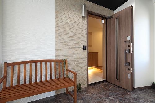 リファイン2階のモデルルームの玄関です。