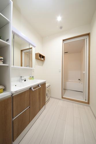 洗面所から浴室です。