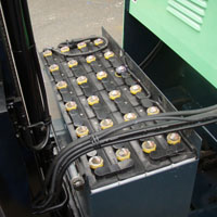 リーチフォークリフトのバッテリー