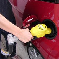 ガソリンを給油する