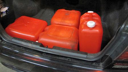 灯油缶の運搬