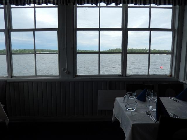 海のレストラン中
