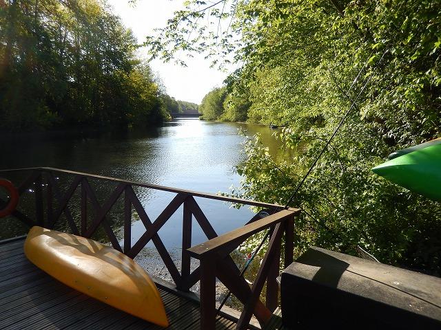 川とカヌー