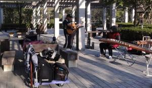 鏡山公園でアコ20140324-3
