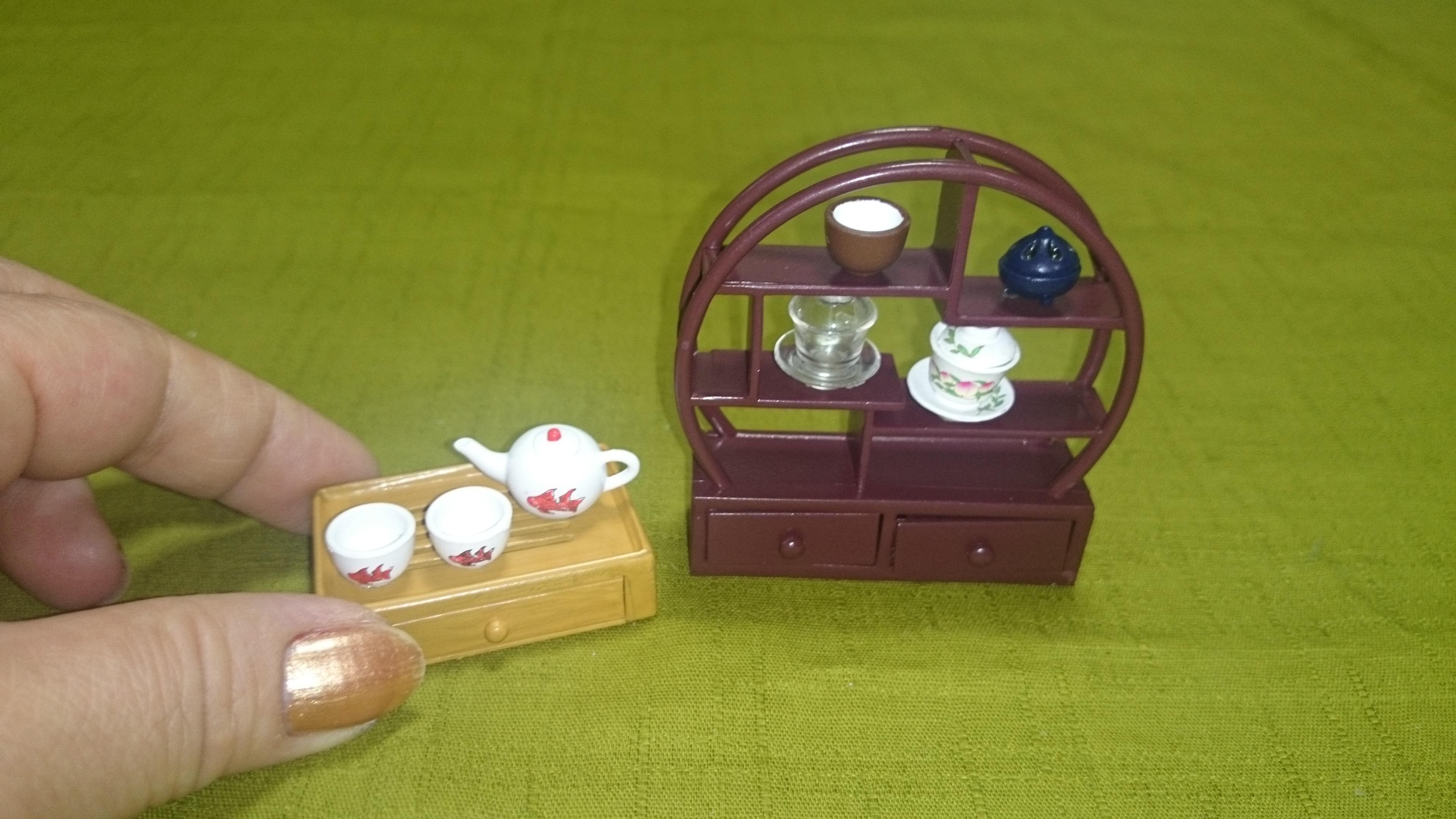 2-2、1158(手を添えている) 中国茶器&飾り棚