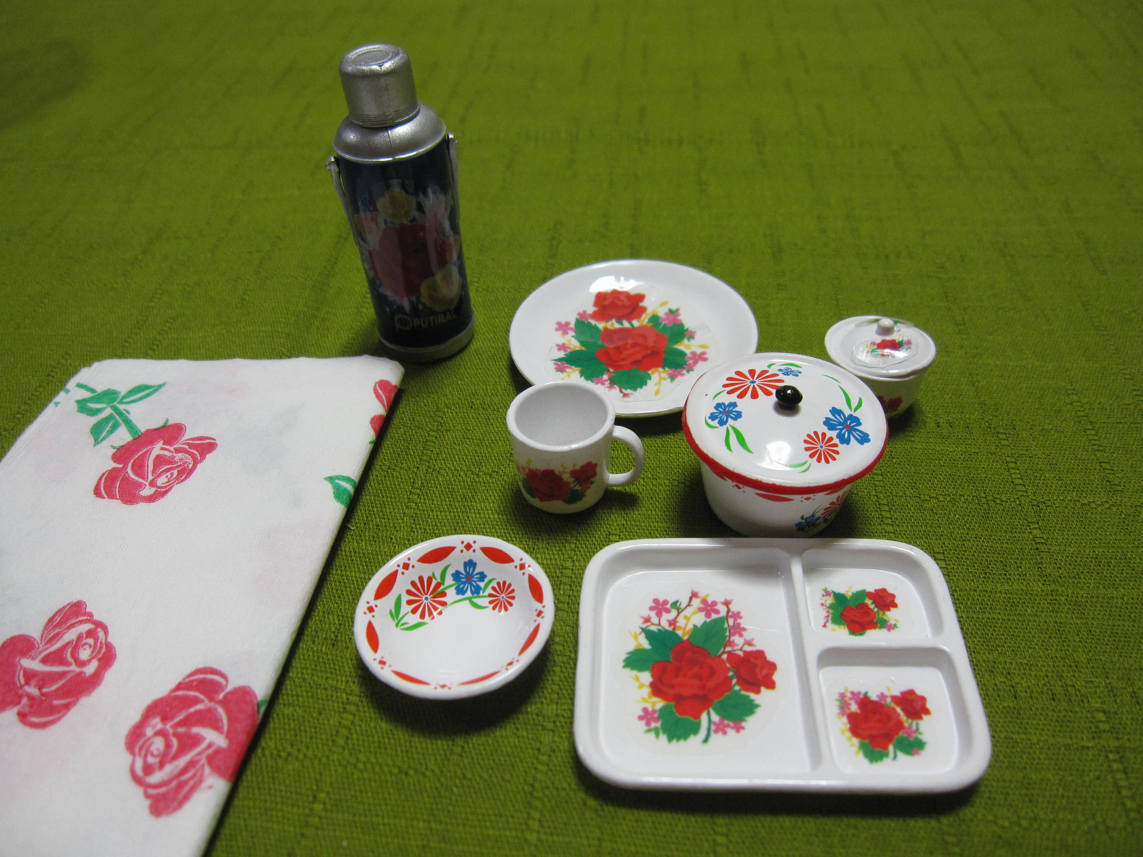 5-2、0737(中身を出す)キッチュな花柄食器