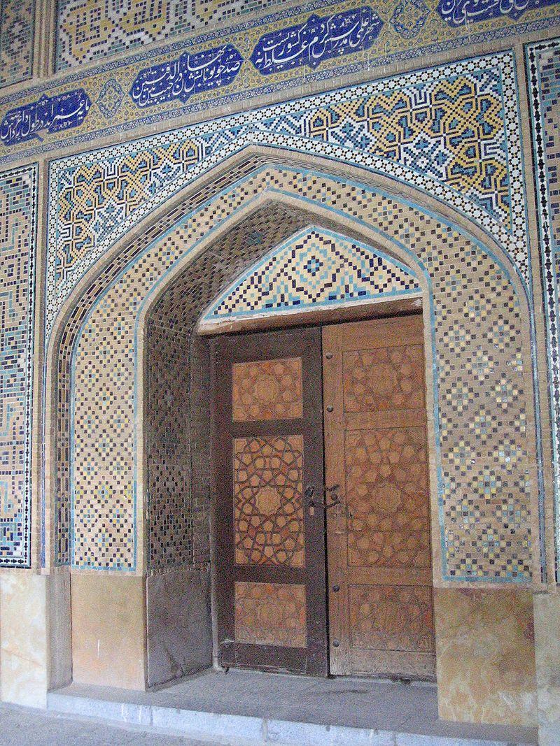 800px-Détail_porte_madreseh-e-chahar_bagh_esfahan