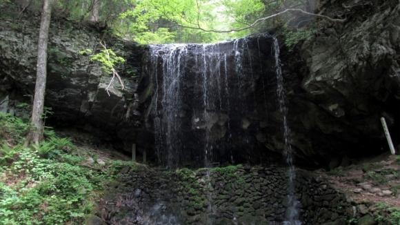 岩井滝 正面