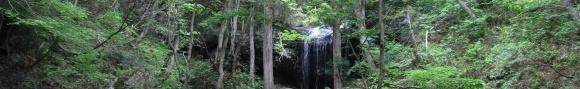 珍しい裏見の滝・岩井滝