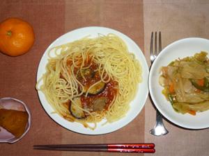 茄子とミートソースパスタ,野菜の甘辛味噌炒め,カボチャの煮物,みかん