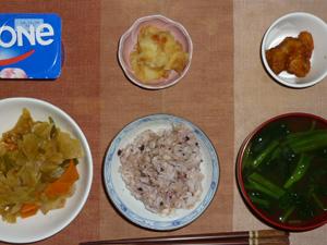 胚芽押麦入り五穀米,鶏の唐揚げ,野菜炒め,ジャガイモの甘辛味噌炒め,ほうれん草のおみそ汁,ヨーグルト