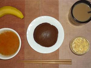 チョコレートパンケーキ,トマトスープ,スクランブルエッグ,バナナ,コーヒー