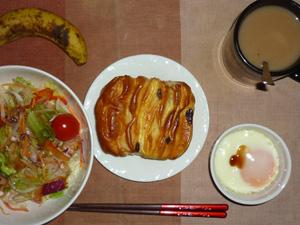 レーズン&カスタード,サラダ,目玉焼き,バナナ,コーヒー