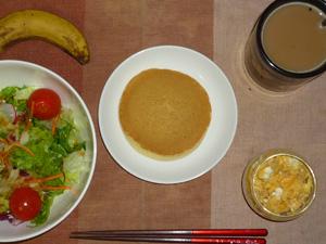 パンケーキ,サラダ,スクランブルエッグ,バナナ,コーヒー