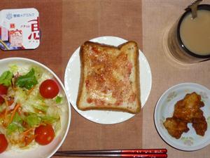 イチゴジャムトースト,サラダ,鶏の唐揚げ,ヨーグルト,コーヒー