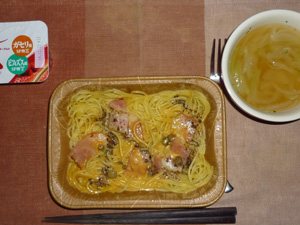 ベーコンときのこのクリームスパゲティ,オニオンスープ,ヨーグルト