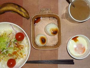 丸餅×2,サラダ,目玉焼き,バナナ,コーヒー