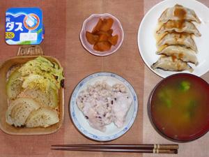 胚芽押麦入り五穀米,玉葱とキャベツのオーブン焼き,餃子×5,人参の煮物,ブロッコリーのおみそ汁,ヨーグルト