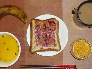 ブルーベリージャムトースト,カボチャのスープ,ひき肉入りスクランブルエッグ,バナナ,コーヒー