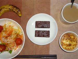ショコラケーキ×2,サラダ,卵とひき肉と玉葱のココット,バナナ,コーヒー