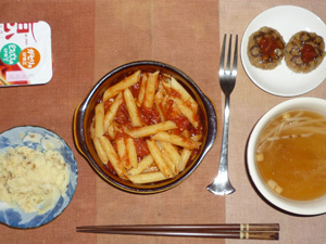 ペンネアラビアータ,プチハンバーグ×2,マッシュポテト,もやしのコンソメスープ,ヨーグルト