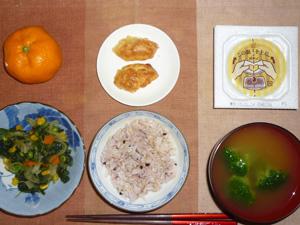 胚芽押麦入り五穀米(発芽玄米入り),納豆,ほうれん草とミックスベジタブルのソテー,鶏つくね×2,ブロッコリーのおみそ汁,みかん