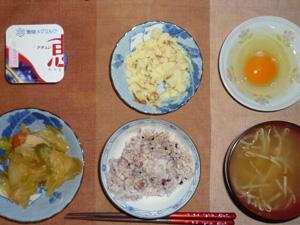 胚芽押麦入り五穀米,卵,肉野菜炒め,マッシュポテト,もやしのおみそ汁,ヨーグルト