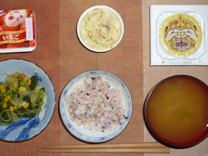 胚芽押麦入り五穀米,ミックスベジタブルとほうれん草のソテー,納豆,マッシュポテト,もやしのおみそ汁,ヨーグルト