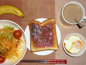 ブルーベリージャムトースト,サラダ,鶏ひき肉と豆腐のココット,バナナ,コーヒー