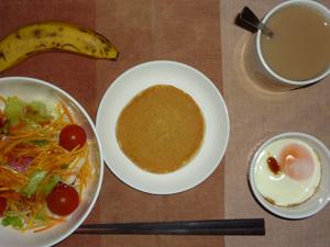 パンケーキ,サラダ,目玉焼き,バナナ,コーヒー