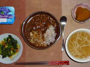チキンカレーライス,ほうれん草とミックスベジタブルのソテー,カボチャの煮物,もやしのスープ,ヨーグルト