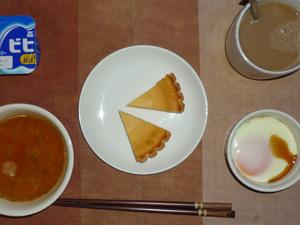 チーズケーキ,トマトスープ,目玉焼き,ヨーグルト