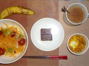 カステラ×2,サラダ,鶏ひき肉と玉葱のココット,バナナ,コーヒー
