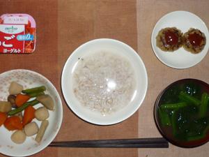 胚芽押麦入り五穀米粥,野菜の煮物,プチバーグ×2,ほうれん草のおみそ汁,ヨーグルト