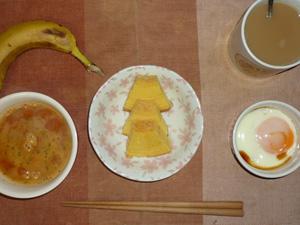 バウムクーヘン×3,トマトスープ,目玉焼き,バナナ,コーヒー