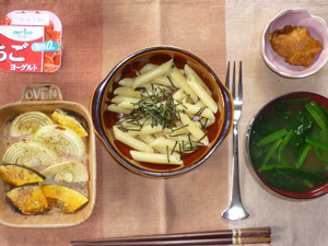 ペンネきのこソース,カボチャと玉葱のオーブン焼き,鶏の唐揚げ,ほうれん草のおみそ汁,ヨーグルト