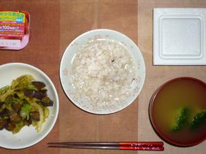 胚芽押麦入り五穀米粥,キャベツと茄子の甘辛味噌炒め,納豆,ブロッコリーのおみそ汁,ヨーグルト