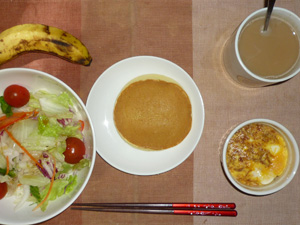 パンケーキ,玉子と玉葱のココット,サラダ,バナナ,コーヒー