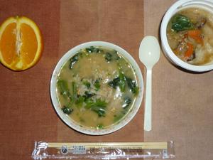 胚芽押麦入り五穀米の納豆粥,餃子と野菜のスープ,オレンジ