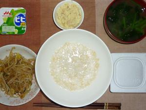 玄米粥,納豆,もやしの野菜炒め,マッシュポテト,ほうれん草のおみそ汁,ヨーグルト
