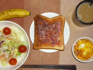 ブルーベリージャムトースト,サラダ,鶏ひき肉と玉子のココット,バナナ,コーヒー