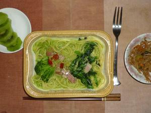 ほうれん草クリーム ベーコンと緑の野菜,もやしの野菜炒め,キウイフルーツ
