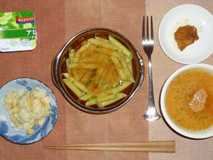 ペンネバジルソース,鶏の唐揚げ,トマトスープ,コールスロー,ヨーグルト