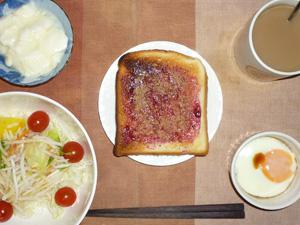 ブルーベリージャムトースト,サラダ,目玉焼き,ヨーグルト