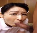 隠れ巨乳の看護士