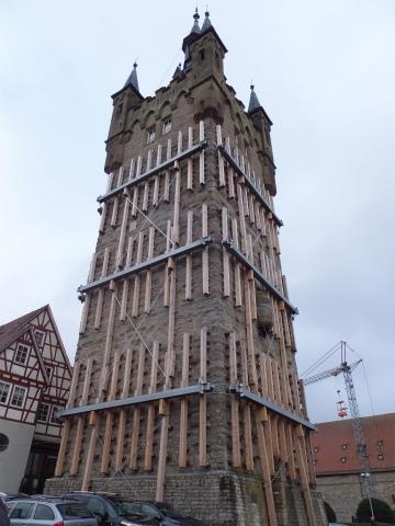 工事中の青い塔1