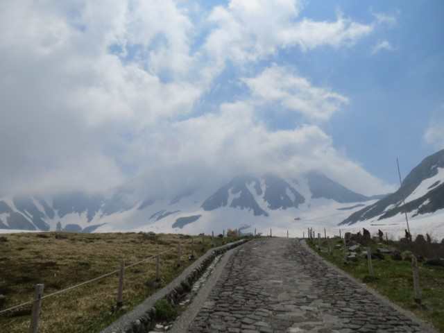 6月13日 雄山雲の中