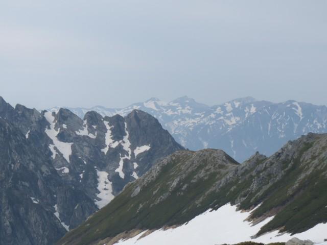 6月13日 八ッ峰の奥には白馬三山
